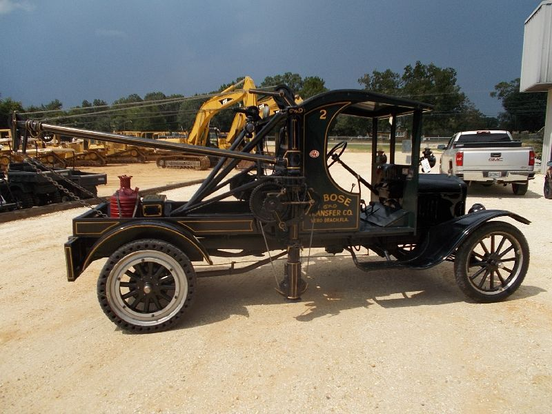 The Holmes 485: The First Tow Truck Ever Built