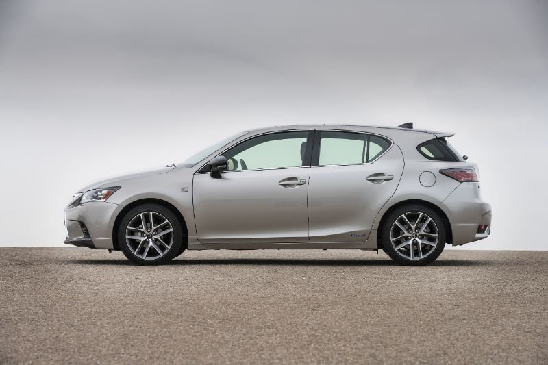 Yet Another Luxury Auto That Delivers Reliability To Owners The Lexus Ct 200h Is A Hybrid Electric Sport Compact Hatchback While It Does Well In Range